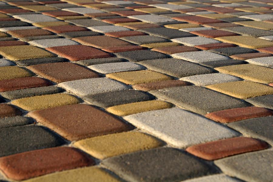 Укладка тротуарной плитки на даче своими руками 54